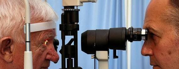 Man (80) krijgt bionisch oog