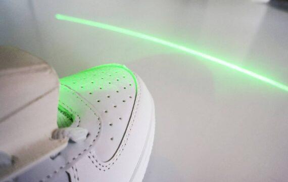 Schoen met lasertechnologie helpt Parkinsonpatiënten met lopen