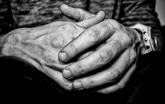 Onderzoekers van de RUG en het AMC concluderen dat online therapie tegen depressie alleen op korte termijn meer effectief is dan standaard behandeling.