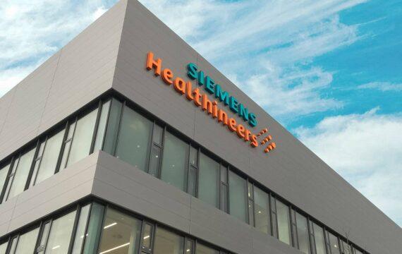 Het Duitse industrieconcern Siemens Healthineers dat medische technologieproducten maakt is een belangrijke concurrent van Philips.