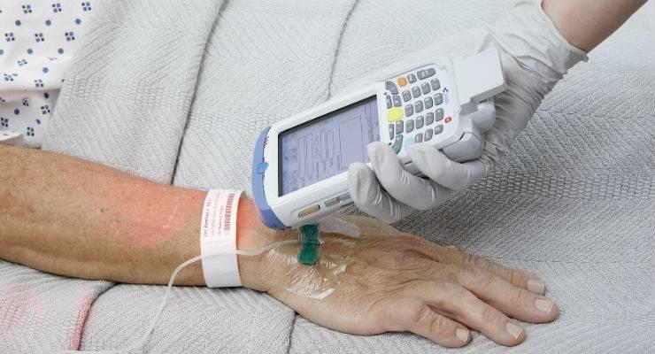 Onlangs heeft Siemens Healthineers het 510 (k) goedkeuring ontvangen van de Amerikaanse FDA voor zijn Blood Urea Nitrogen (BUN) en Total Carbon Dioxide (TCO 2 ) point-of-care tests Deze tests breiden de precisiegeneeskunde uit die aan de patiëntzijde wordt uitgevoerd om een snellere klinische besluitvorming mogelijk te maken.