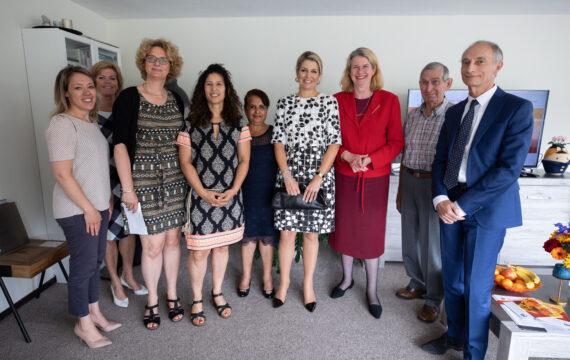 Maxima bezoekt iZi-ervaarwoning, project Haags Ontmoeten
