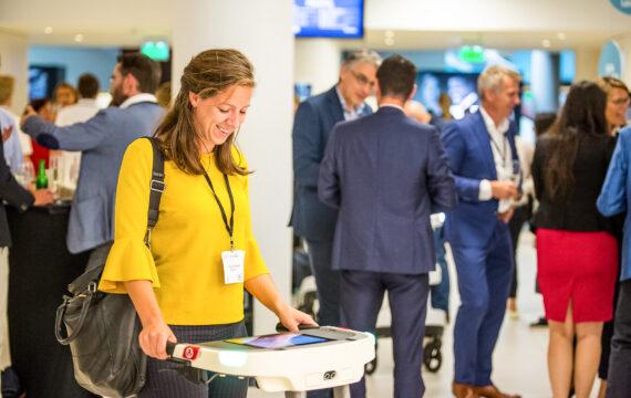 Eerste Lea robotrollator uitgereikt aan Maartenskliniek