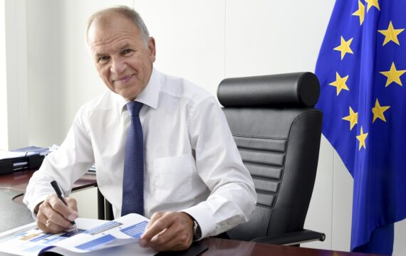 Eurocommissaris Andriukaitis: 'Digitalisering zorg helpt elke EU-burger'