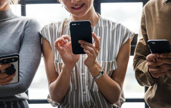 Gebruik social media leidt niet tot psychische of slaapproblemen