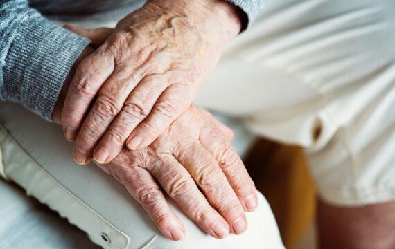 Online cursus eenzame ouderen wint geld voor doorontwikkeling