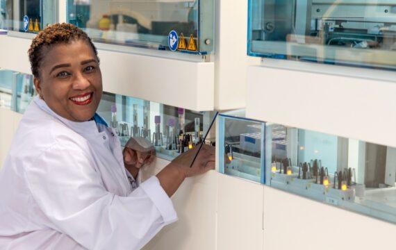 ETZ neemt robotsysteem voor verwerking bloedmonsters in gebruik