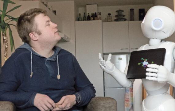 Robot op weg naar vaste plek in zorgteam