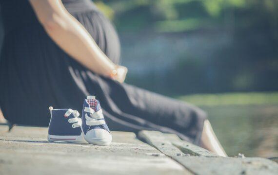 Draagbare ECG-chip voor thuismonitoring ongeboren baby