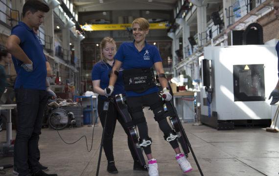 TU Delft toont vierde versie MARCH exoskelet