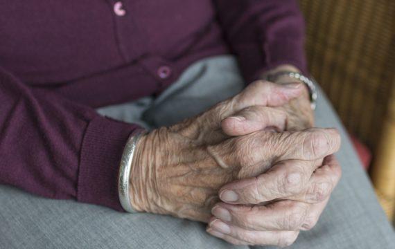 'Slimme technologie voor betere communicatie tussen zorgverlener en oudere'