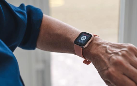 FitBit, FibriCheck komen met hartritme-app voor smartwatch