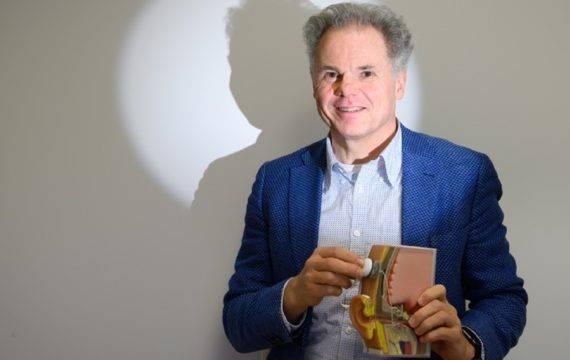 Onderzoek naar 'AI' implantaten voor doven
