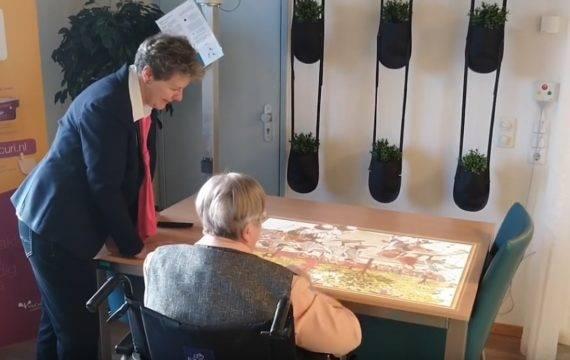 Tovertafel stimuleert patiënten met dementie