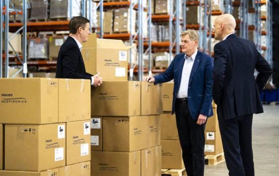 Philips levert beademingssystemen, breidt productie fors uit