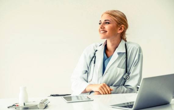 Huisartsen druk bezig met digitale inzage medische gegevens