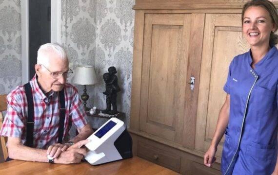 Pieter van Foreest rolt slimme medicatie dispenser uit