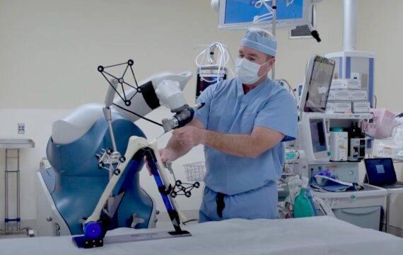 Operatierobot plaatst binnen drie jaar duizend knieprotheses