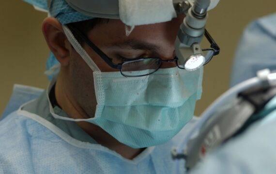 Operatierobot ingezet bij opereren complexe darmtumoren