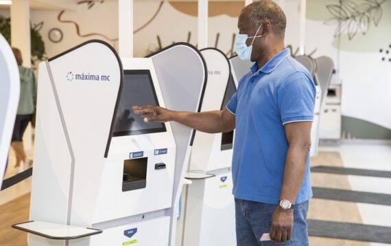 MMC gestart met digitale aanmeldzuilen voor afspraken