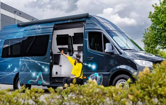 ExperiVan: research on the road met mobiel lab